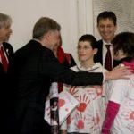 Bundespräsident Horst Köhler empfing am 12.2.2009 30 Jugendliche, die ihm viele rote Hände mitbrachten.
